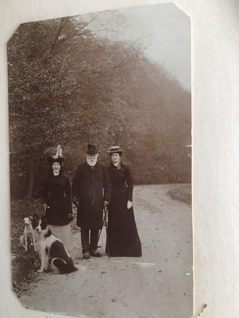Eliza Dorothea van Pallandt (1878 – 1972), Carel Marie Brantsen (1834-1909) en Amée Brantsen 1875-1951) uit 1901